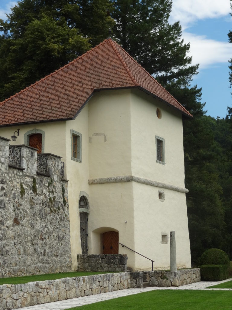 Jugovzhodni stolp gradu Strmol